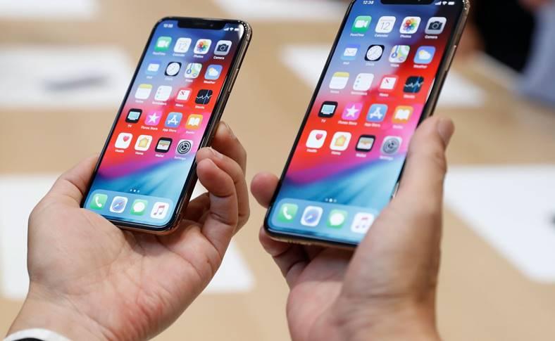iPhone XR PUTIN RAM iPhone XS Baterie MARE