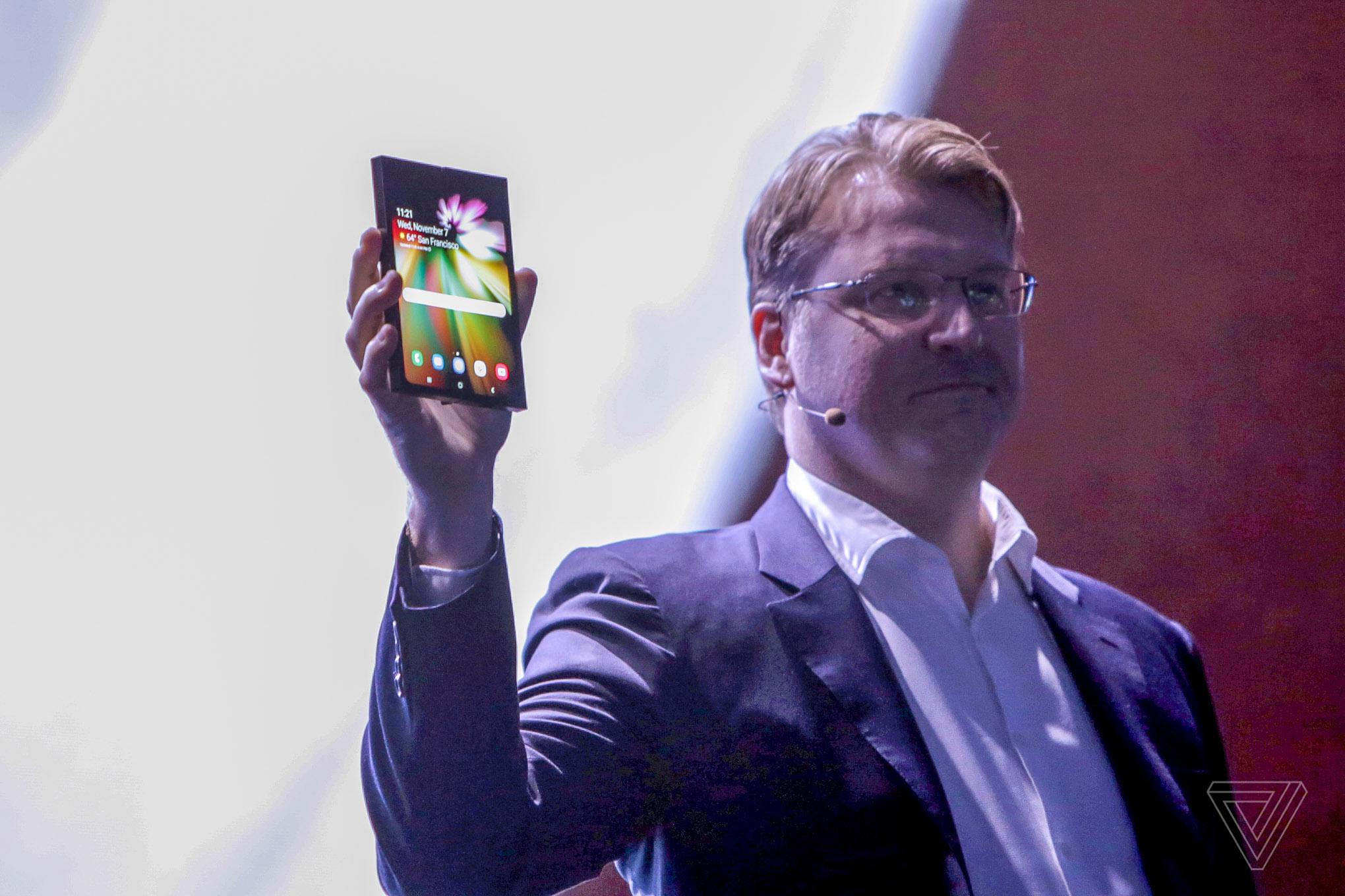 Samsung INFINITY FLEX arata 2