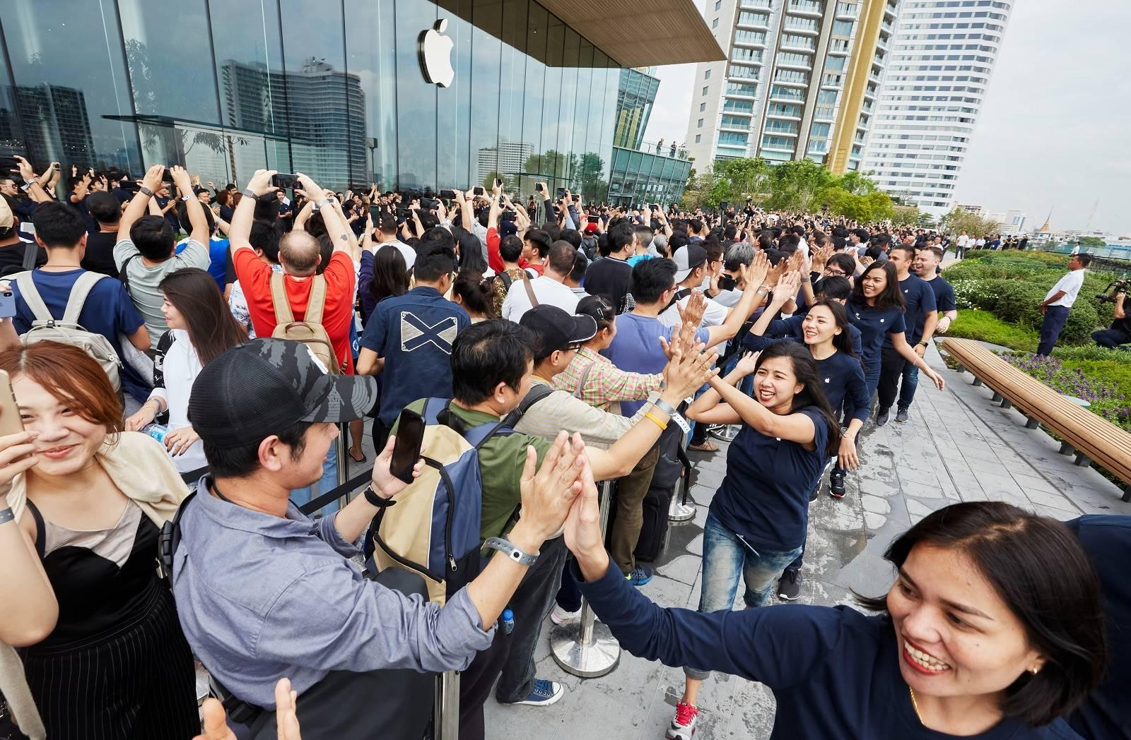 mii oameni apple store 1