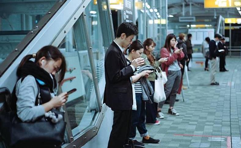 telefoane ignoram prieteni