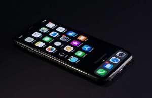iPhone 11 iOS 13 dark mode