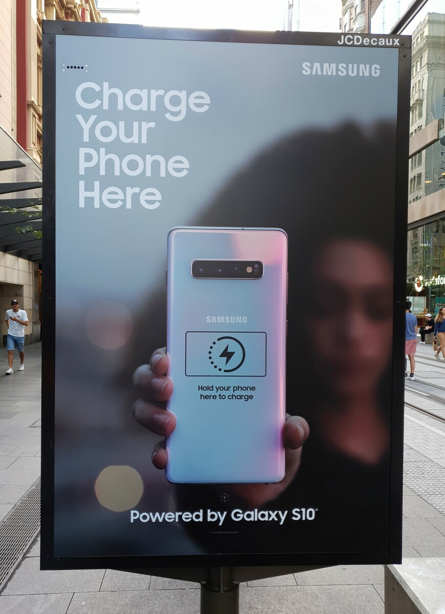 Samsung GALAXY S10 promovare incarcare wireless PowerShare