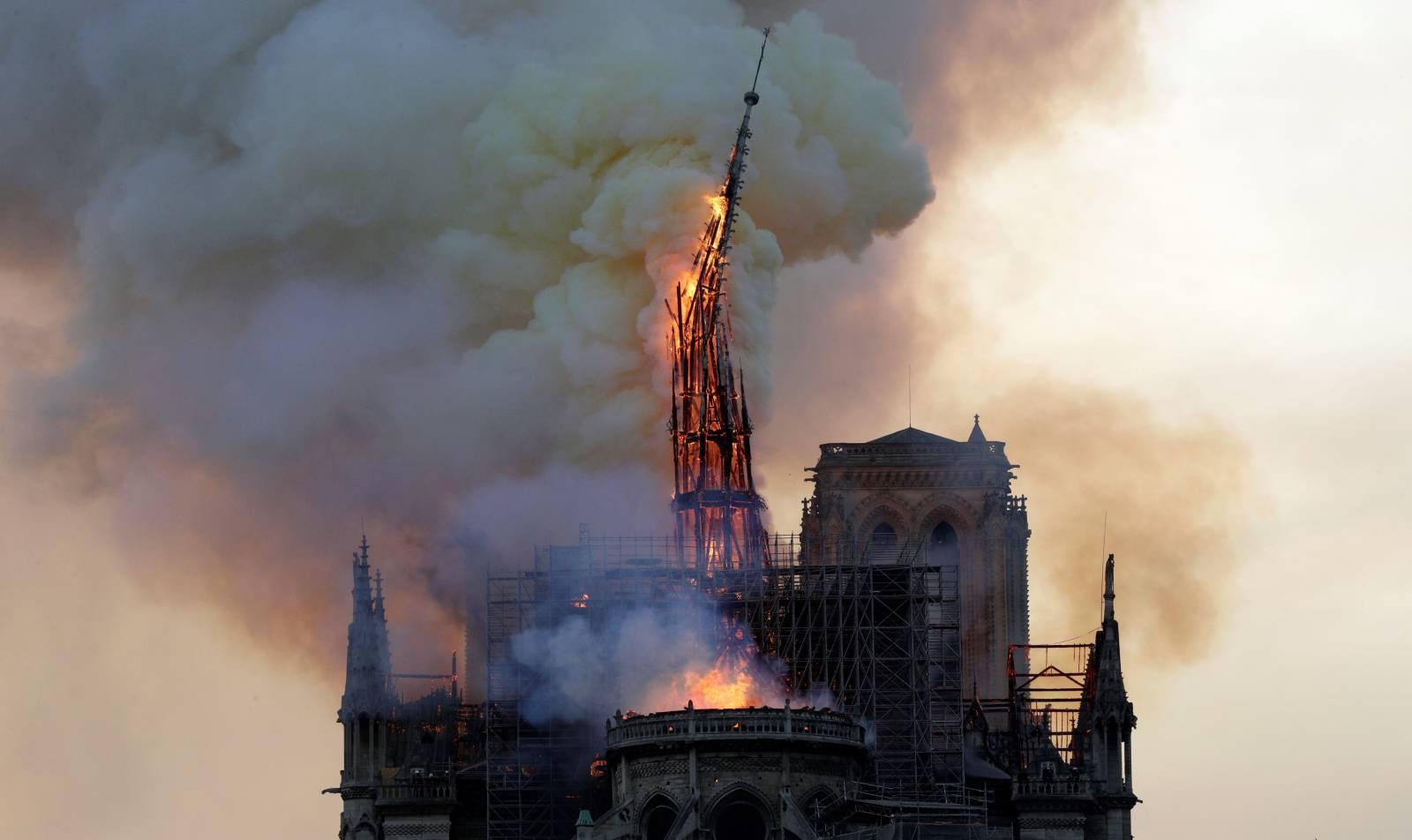 Catedrala Notre Dame incendiu