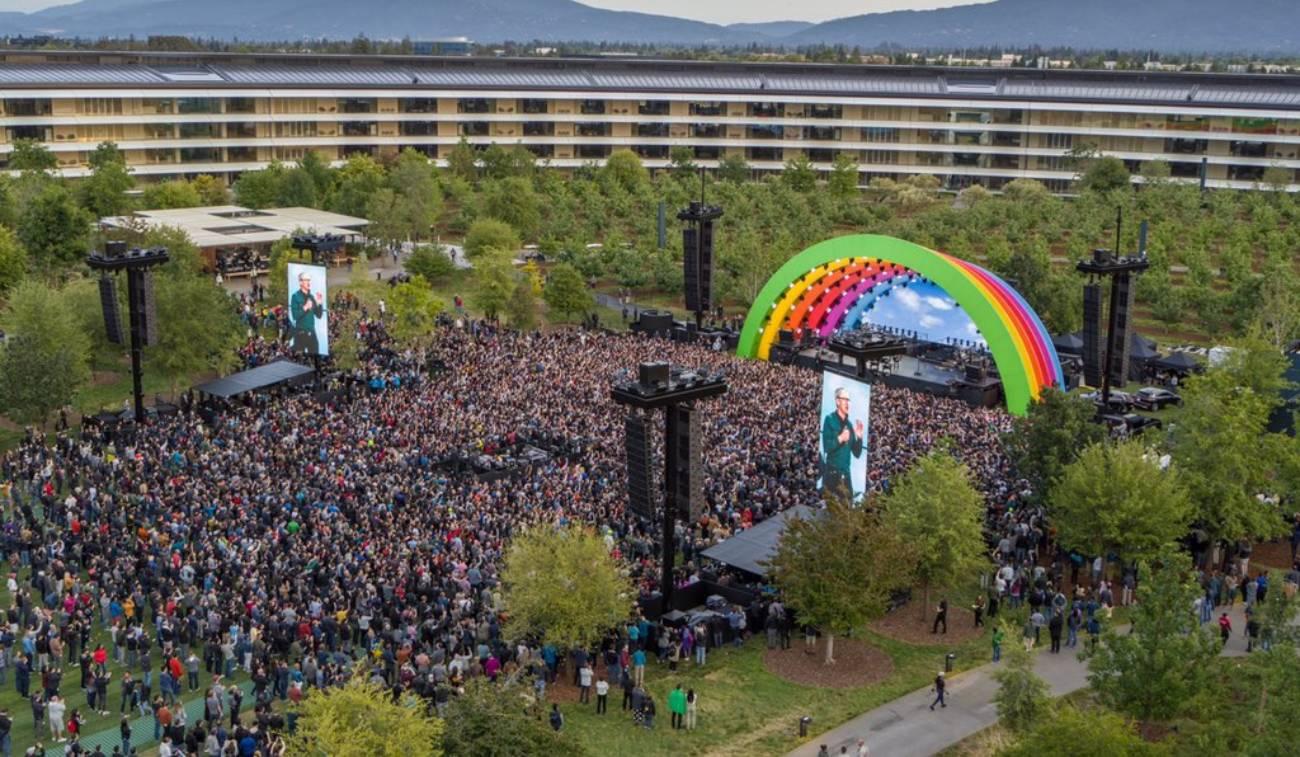 Apple concert Lady Gaga omagiu Steve Jobs