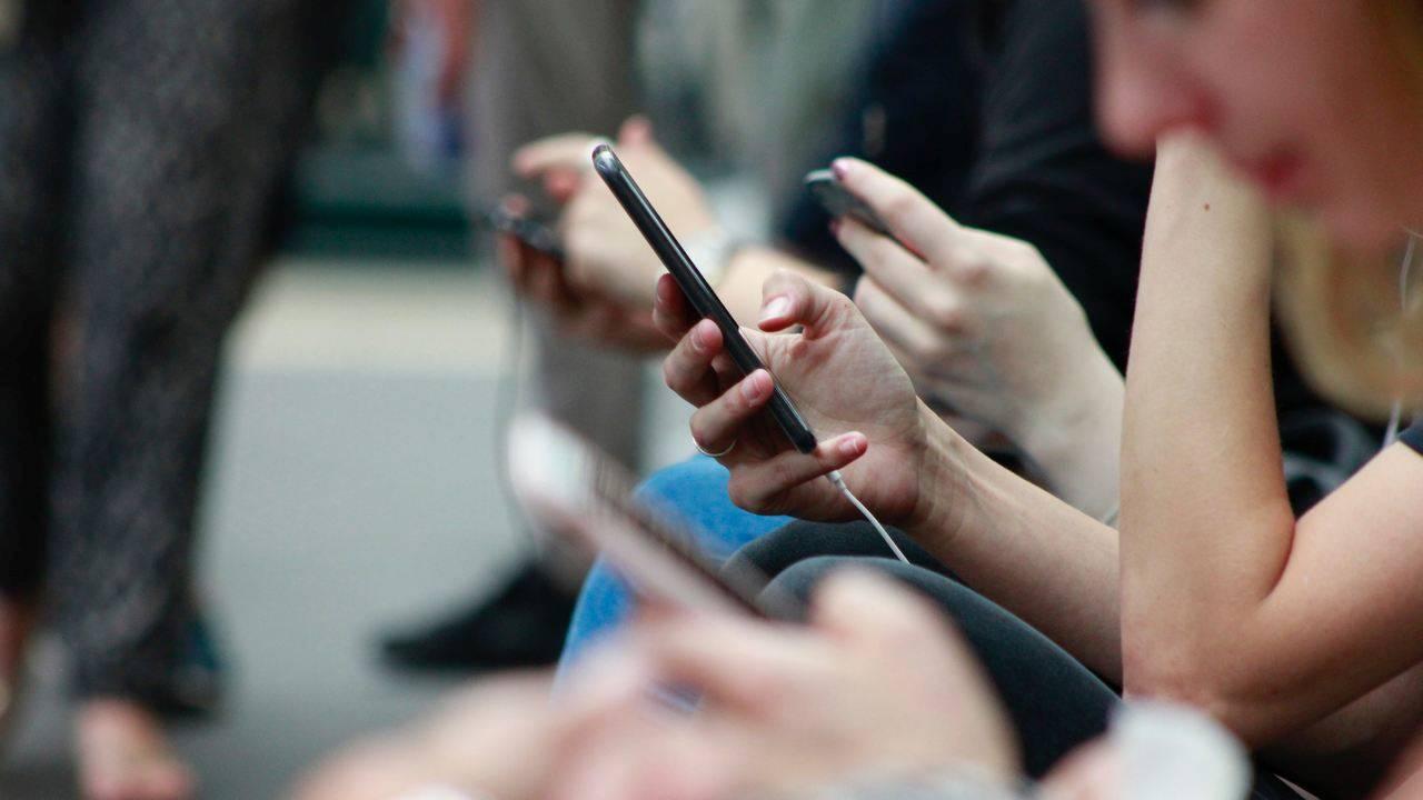 pericol romani smartphone