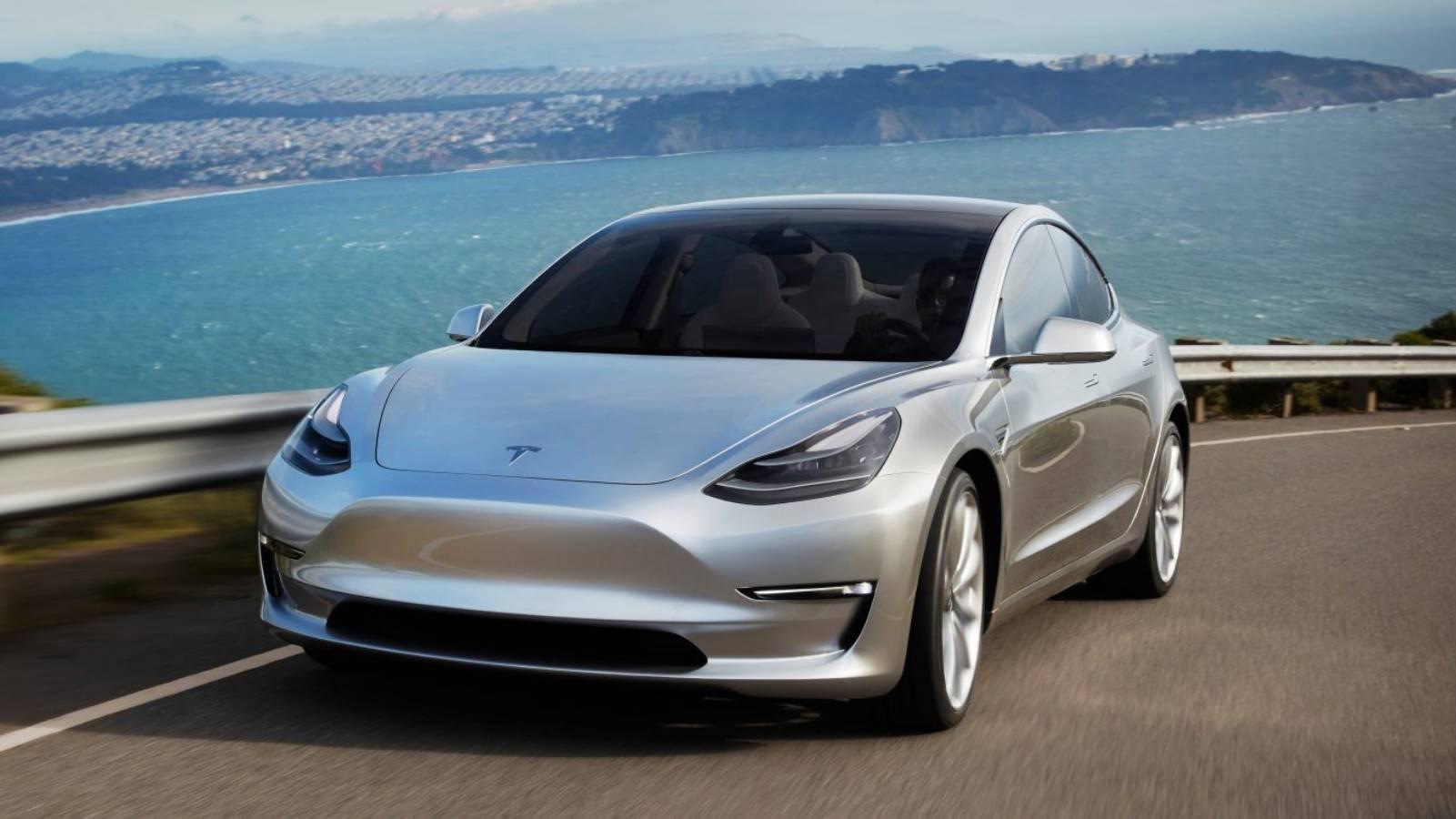 Tesla Model 3 conduce singura autostrada