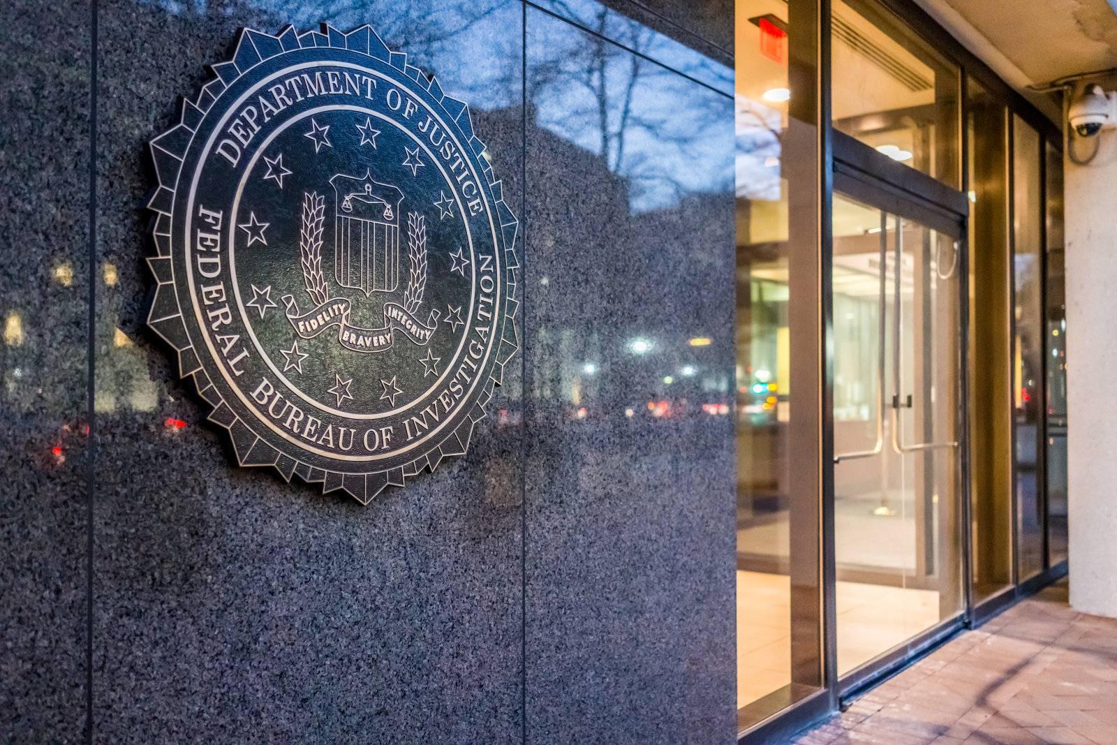 FBI retele socializare