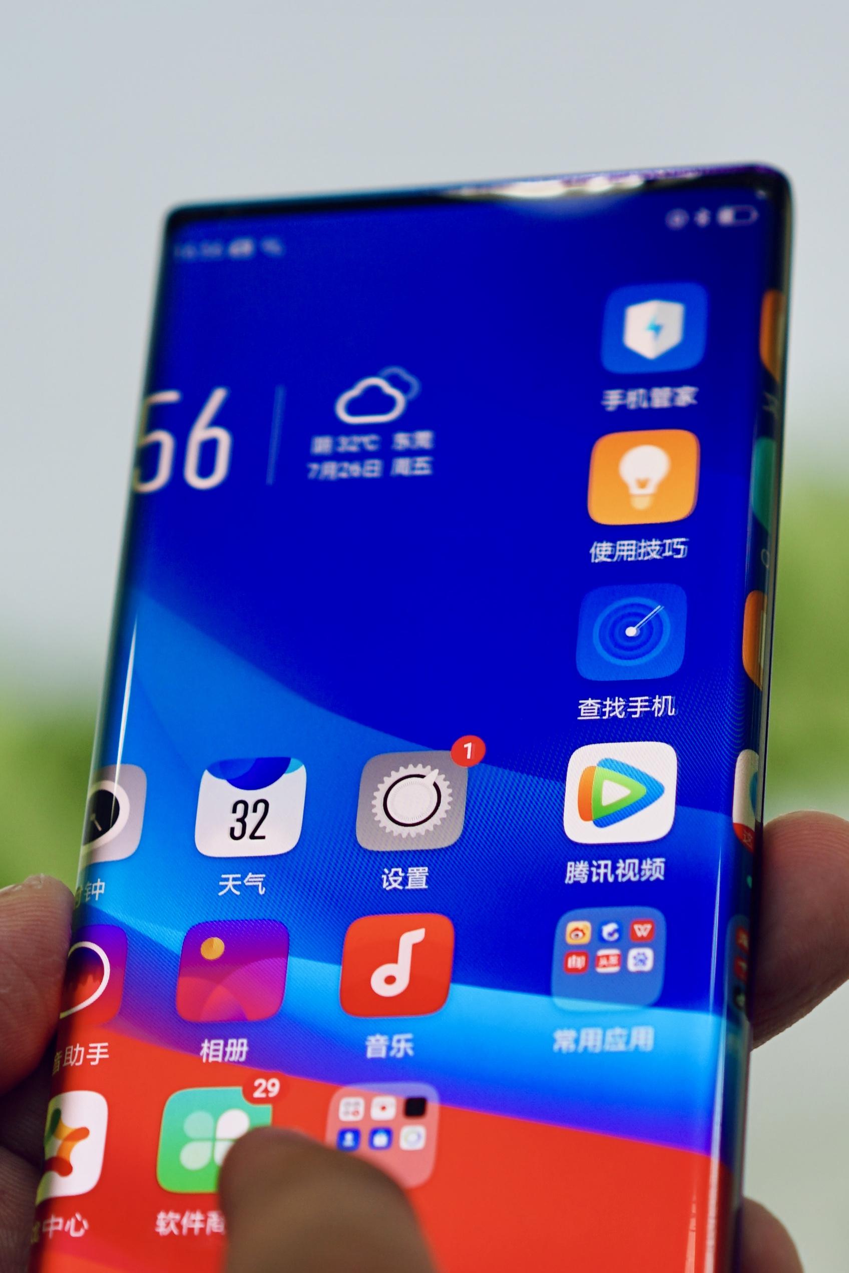 Huawei MATE 30 PRO IMAGINI cu una dintre IMPORTANTELE Noutati oppo ecran