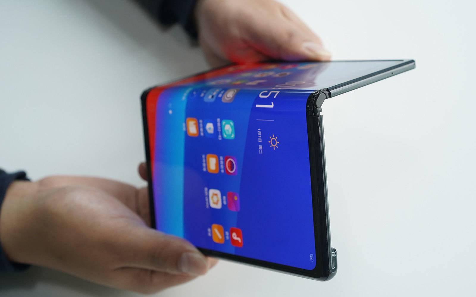 Noi Imagini Huawei MATE X folosit CEO Huawei