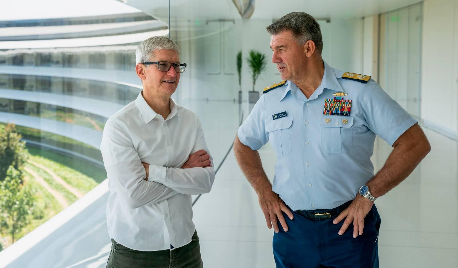 Apple a Echipat Elicopterele Marinei cu Tablete iPad