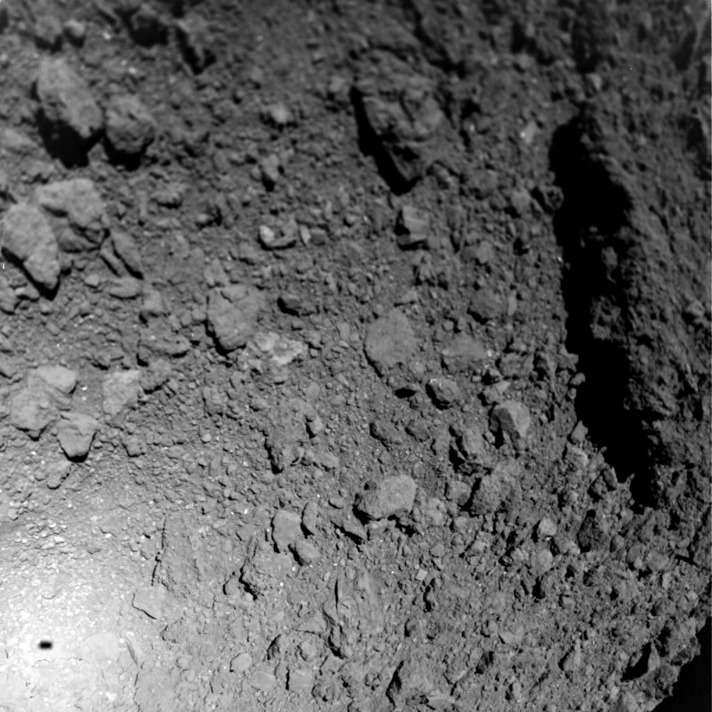 Asteroid. Imagini ULUITOARE Facute in PREMIERA pe o Roca Spatiala suprafata