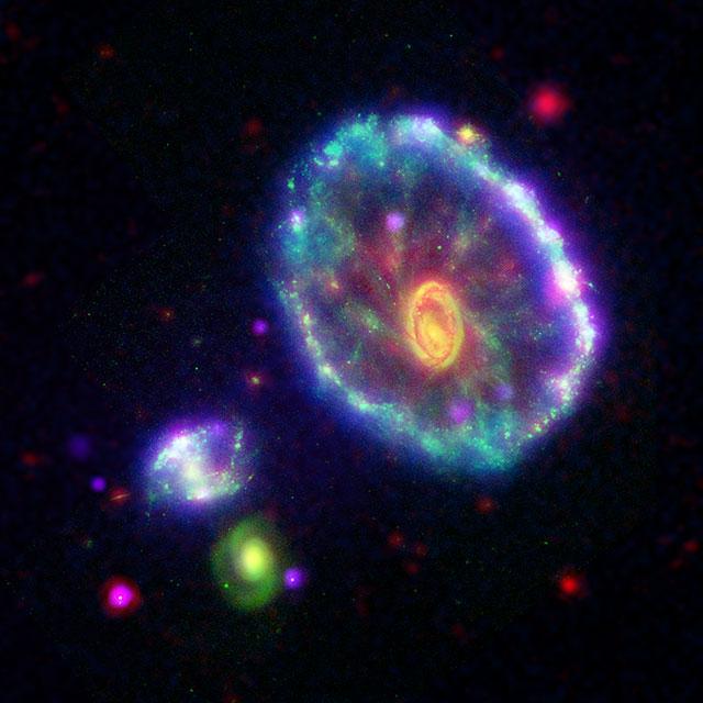 NASA. FOTO ULUITOARE Aniverseaza 16 Ani de Telescop Spitzer galaxie efecte impresionante