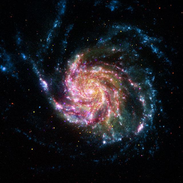 NASA. FOTO ULUITOARE Aniverseaza 16 Ani de Telescop Spitzer galaxie roata