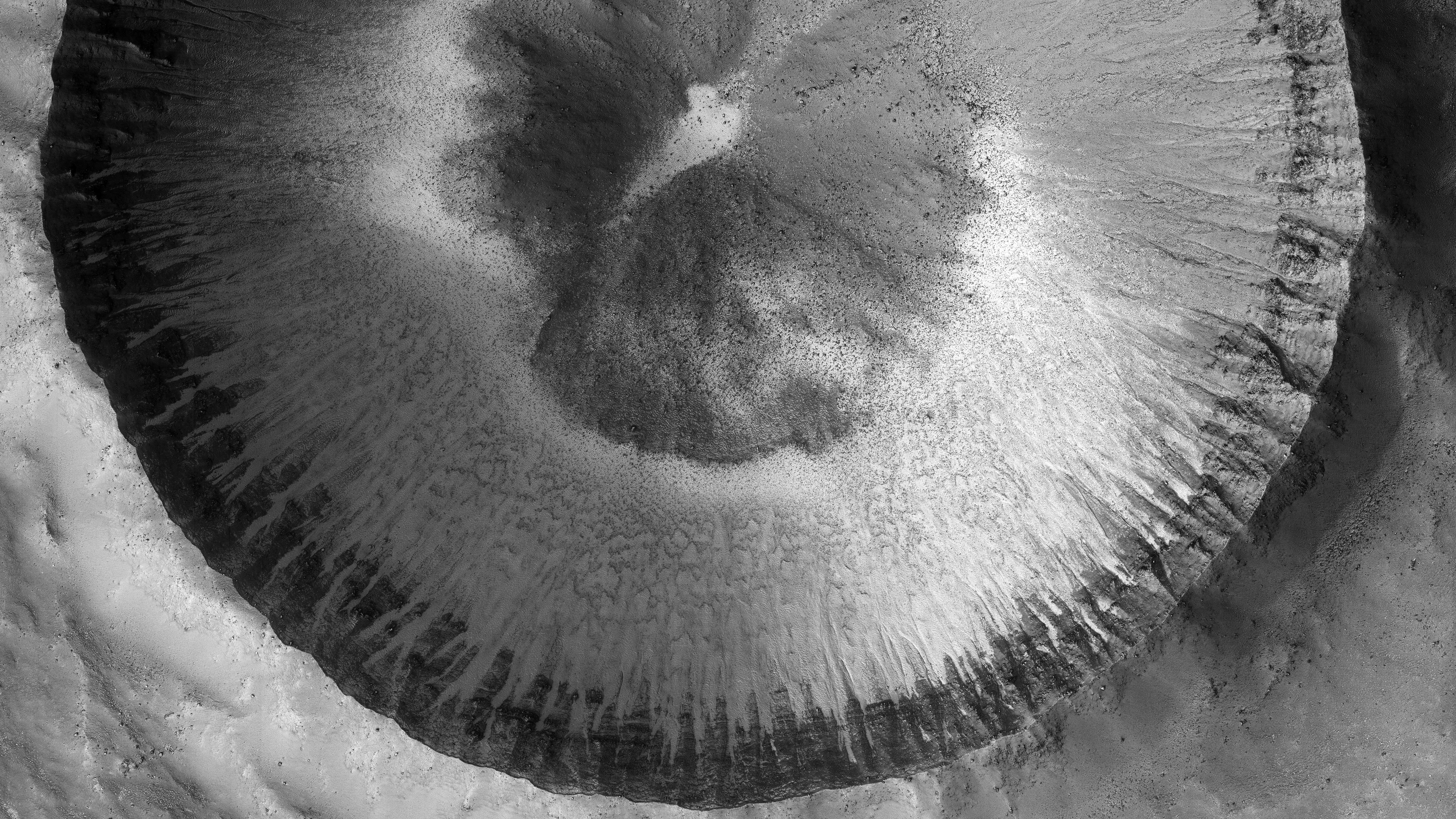 Planeta Marte. 5 NOI Imagini care au ULUIT Intreaga OMENIRE foto crater