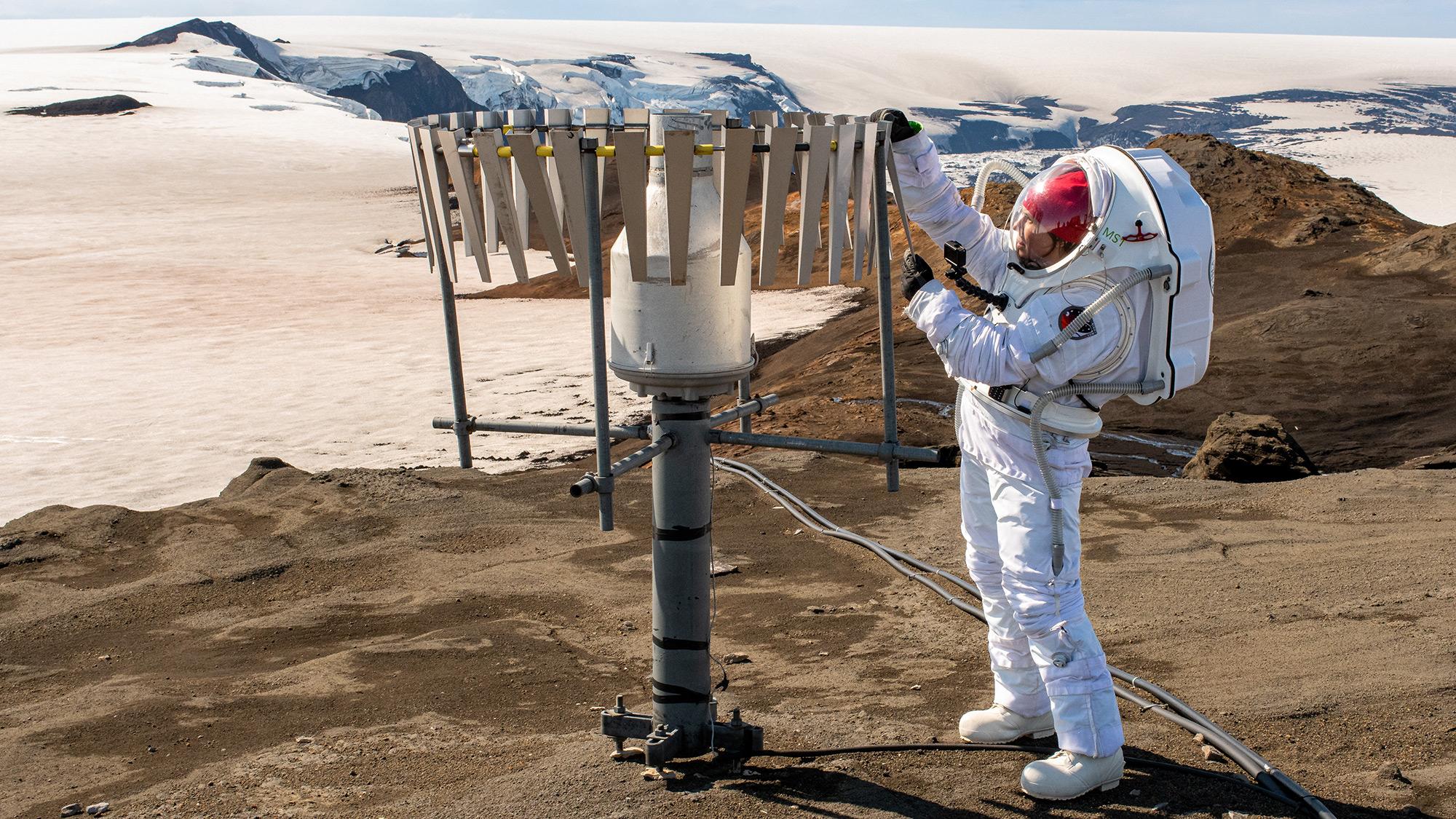 Planeta Marte. INCREDIBILE IMAGINI ale NASA ce-au UIMIT Lumea costum
