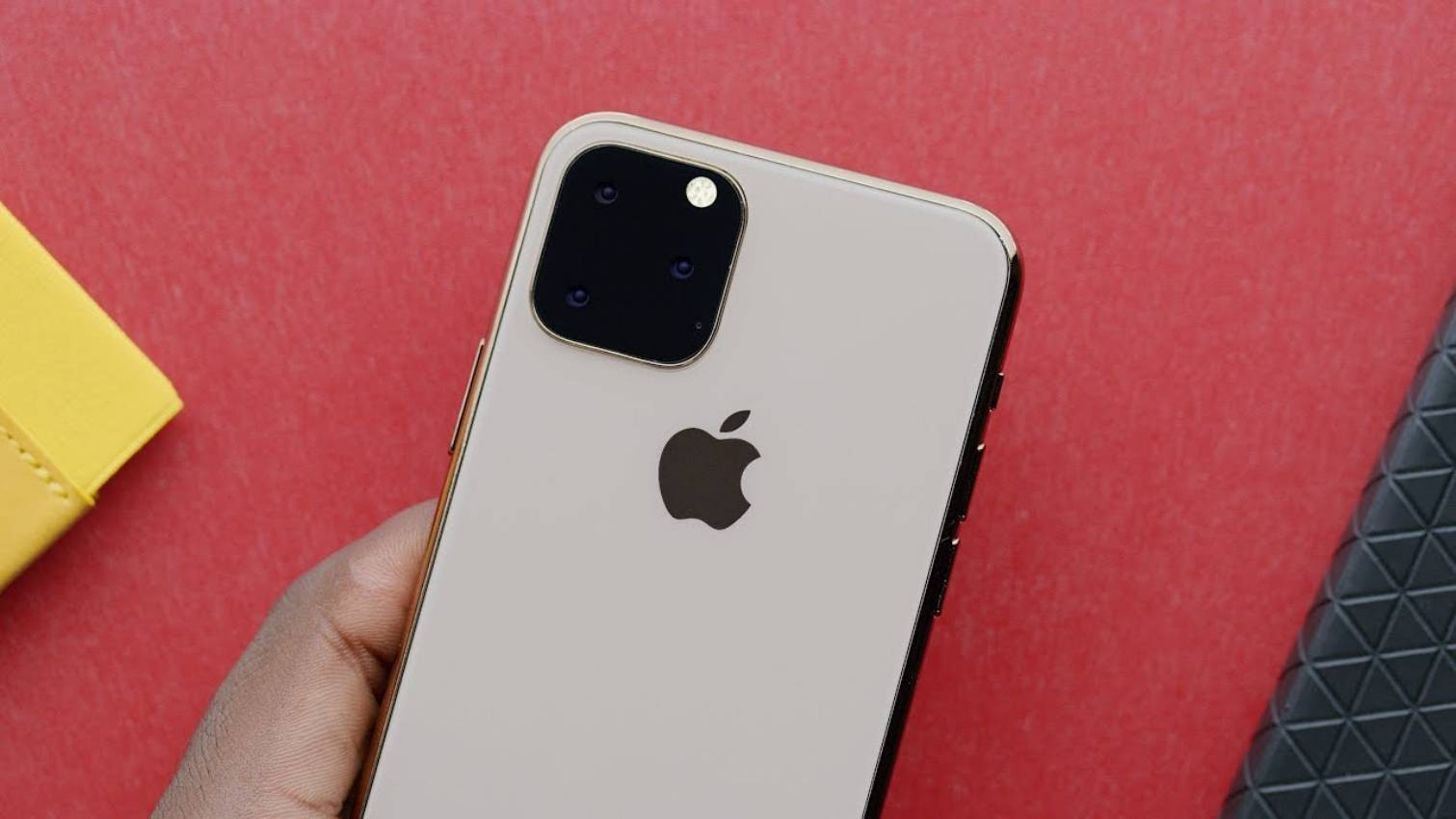 Ecranul iPhone 11 apare astazi intr-o PRIMA IMAGINE Inaintea Lansarii