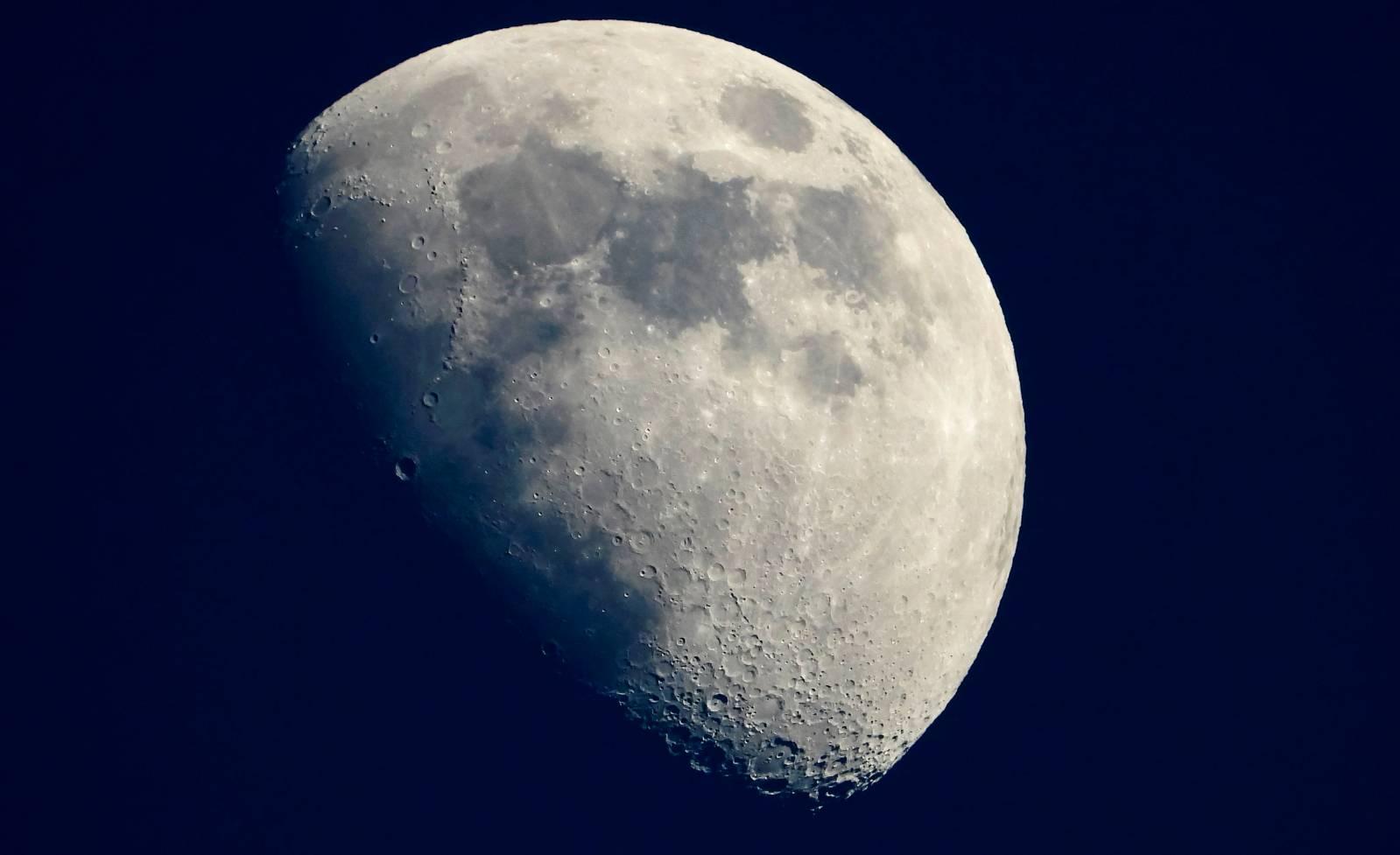 Imaginea ULUITOARE de pe LUNA a UIMIT si Cercetatorii NASA