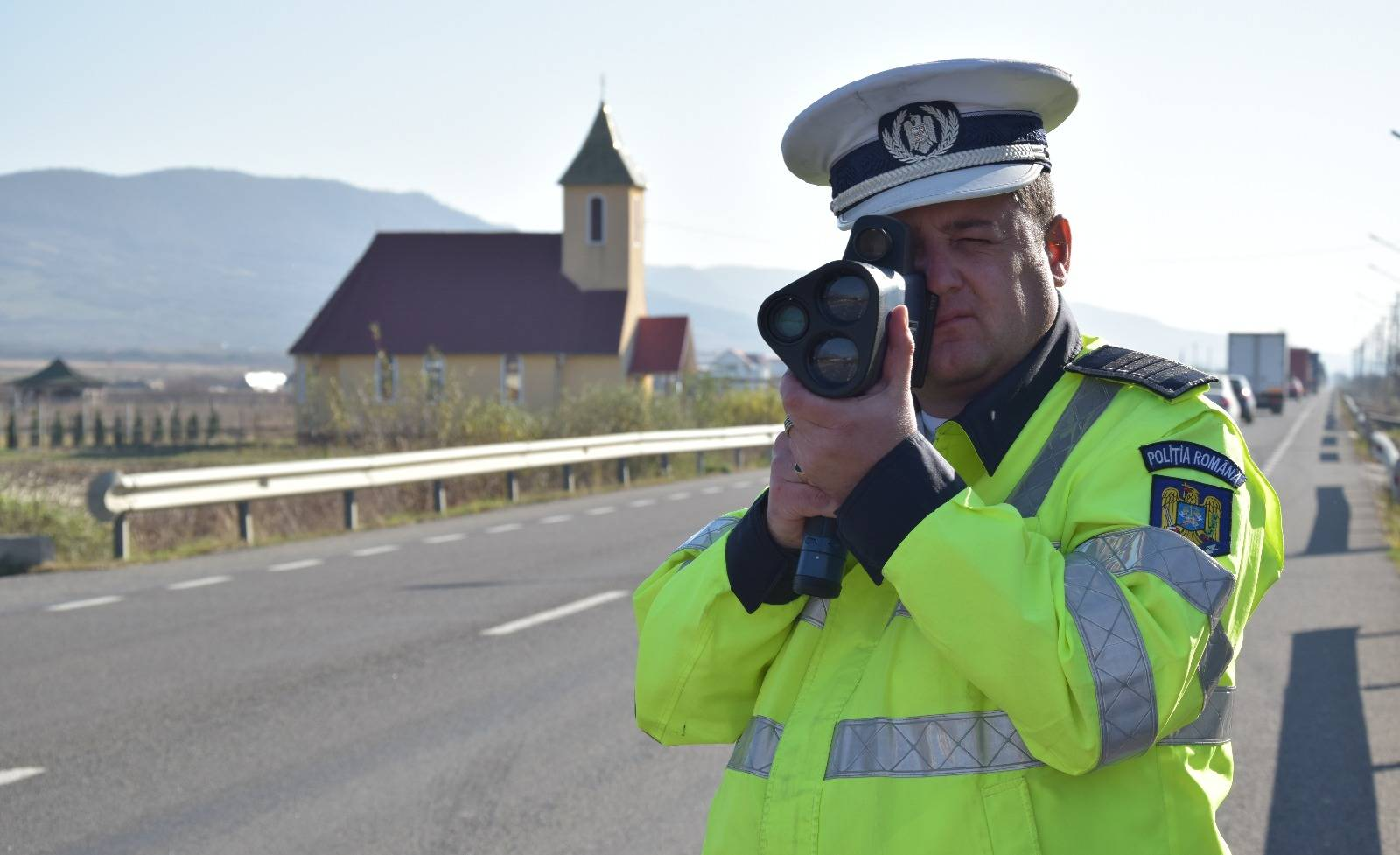 Politia Romana vaneaza trafic telefon