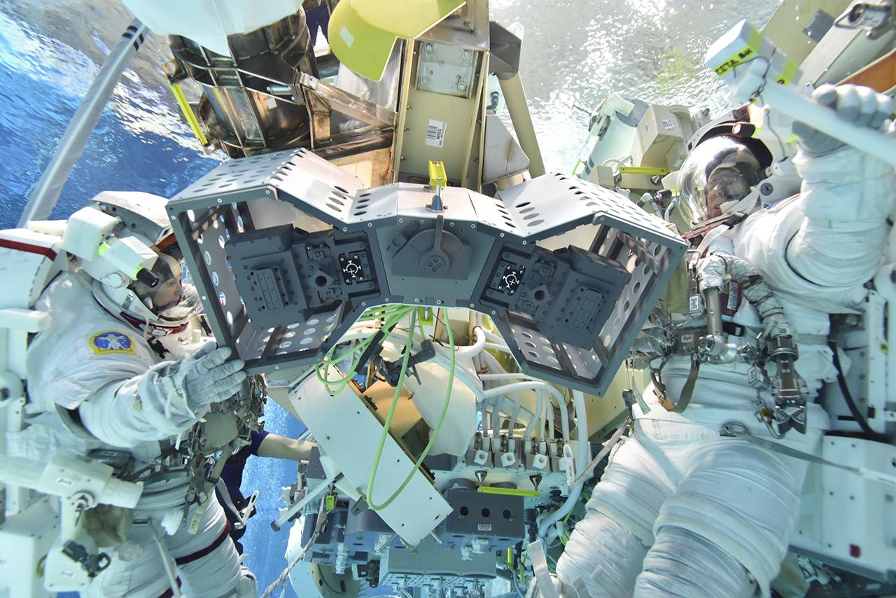 NASA rits, hotel roboti
