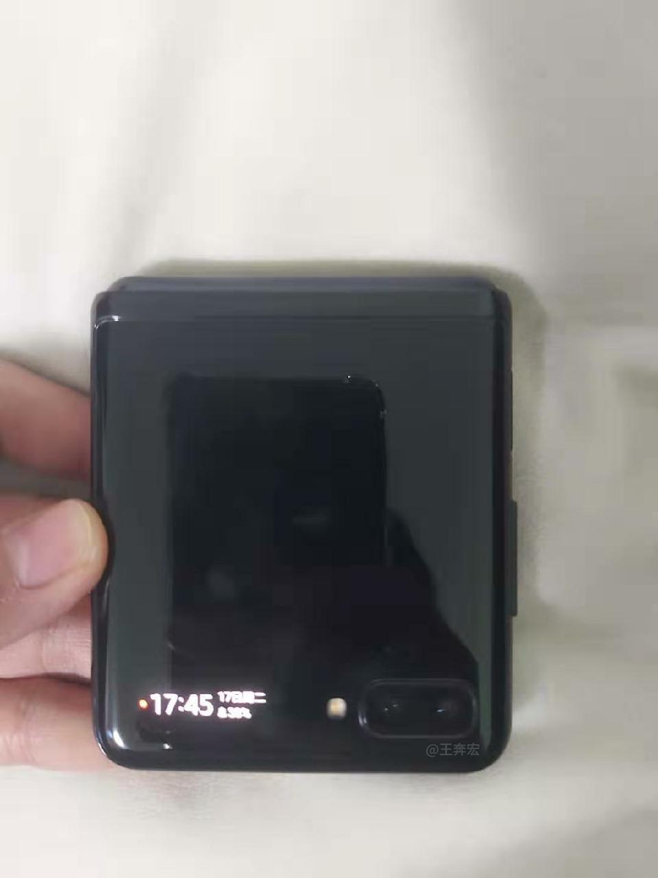 Samsung GALAXY FOLD 2 pliat