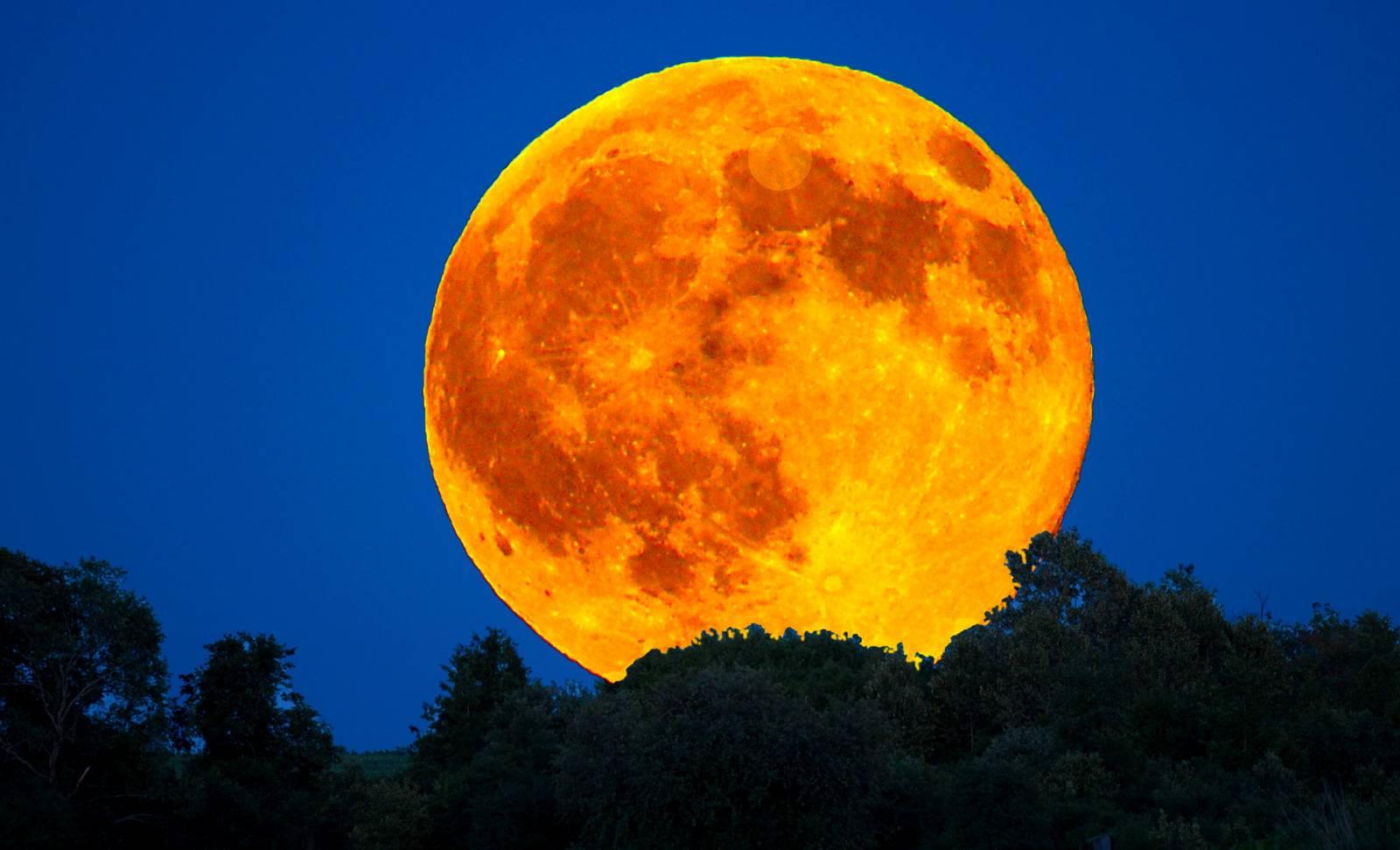 Eclipsa de Luna romania