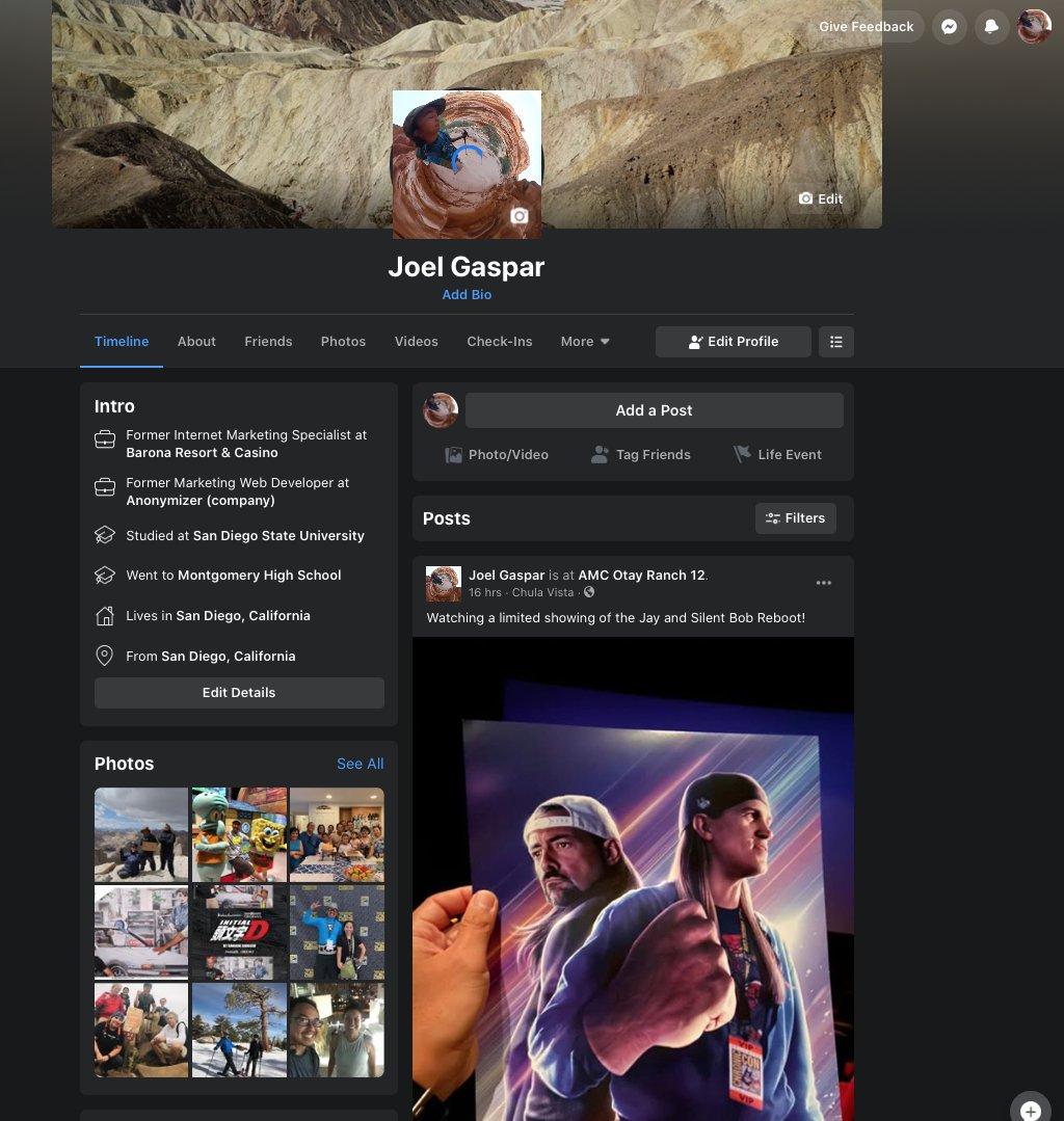 Facebook dark mode interfata