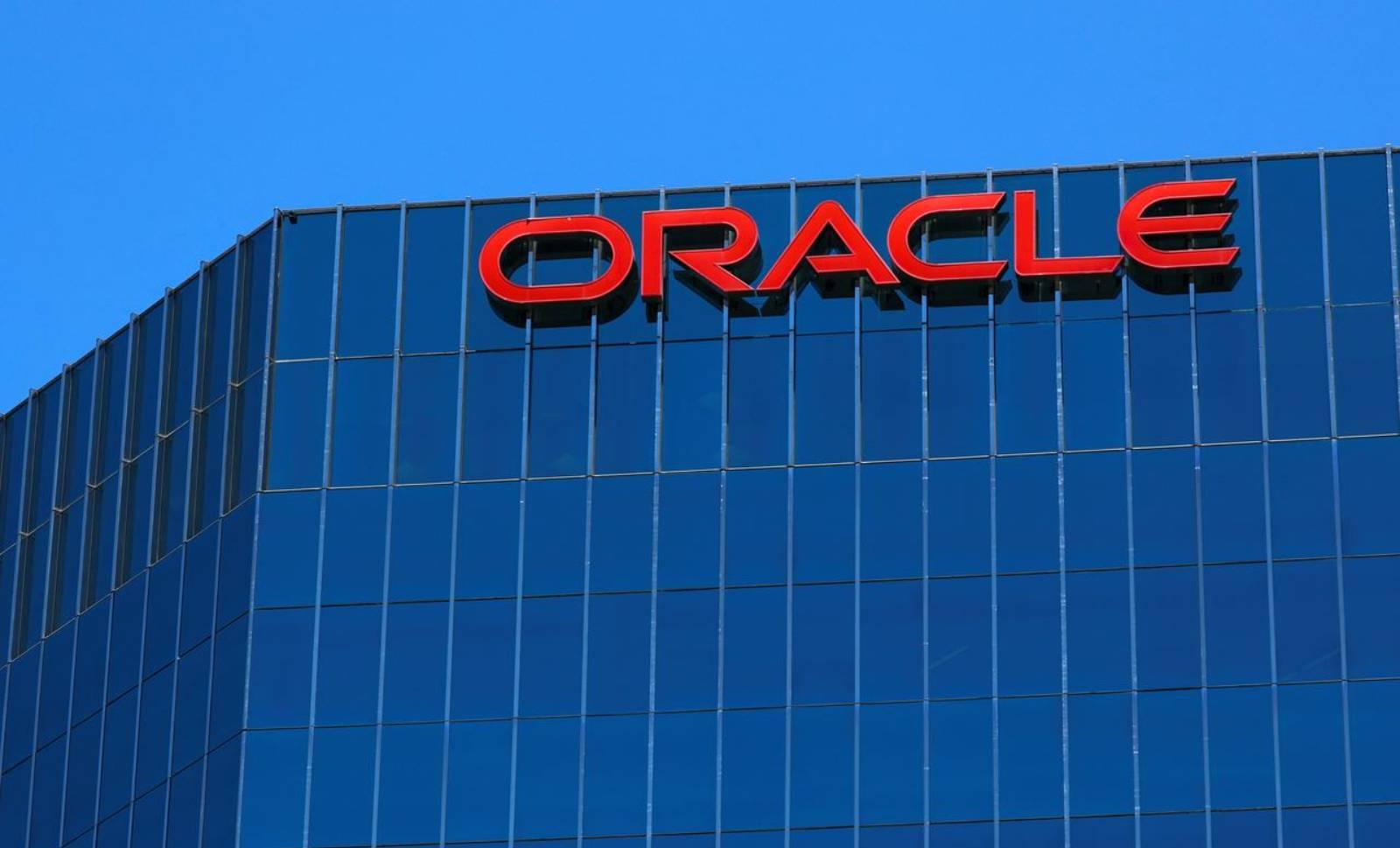 Oracle Romania CONCEDIAT manager furt