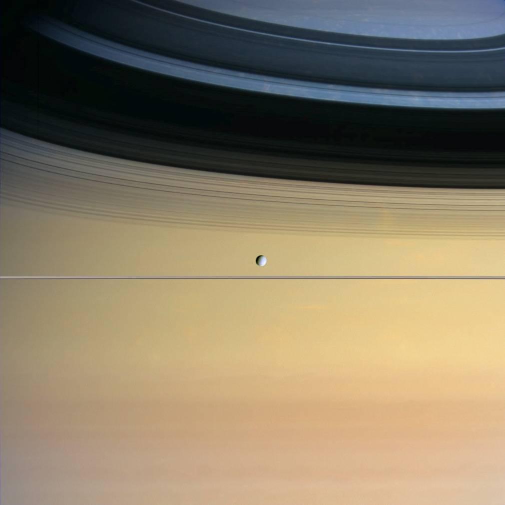 Planeta Saturn dione luna