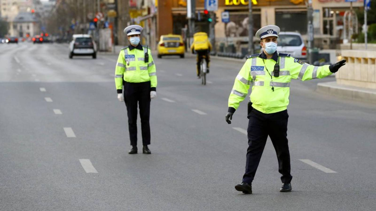 Politia Romana mancare Paste