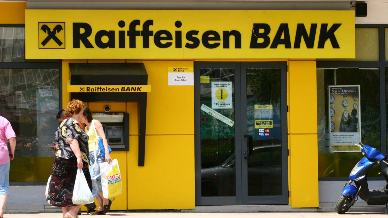 Raiffeisen Bank solicitari