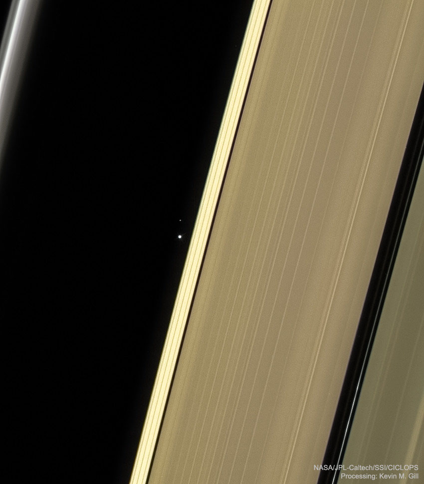 Planeta Saturn pamant luna