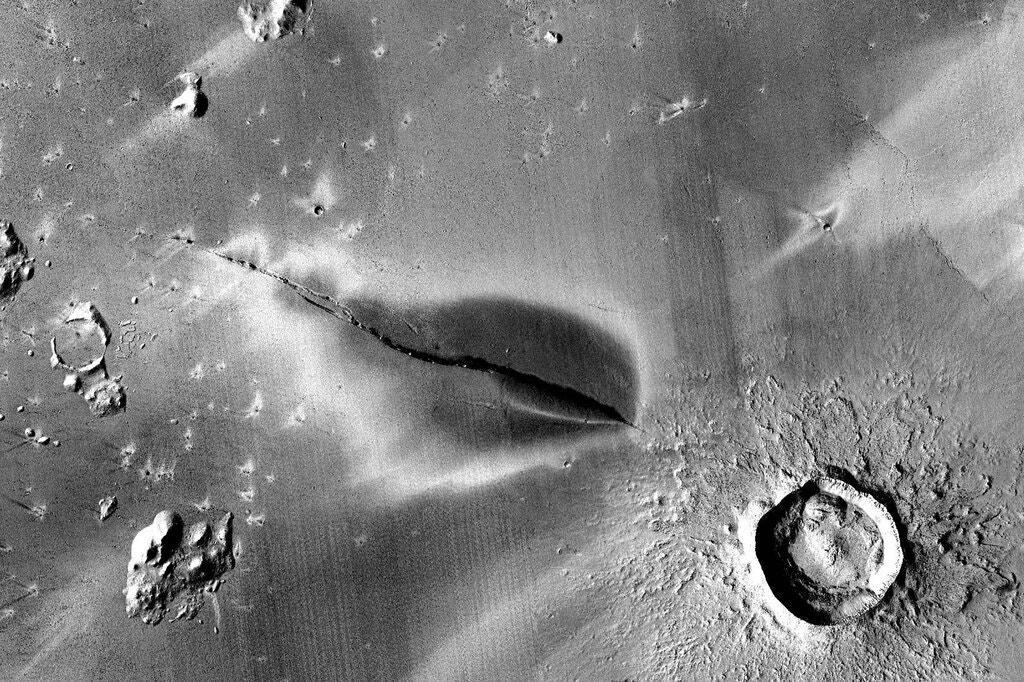 Planeta Marte eruptii vulcanice