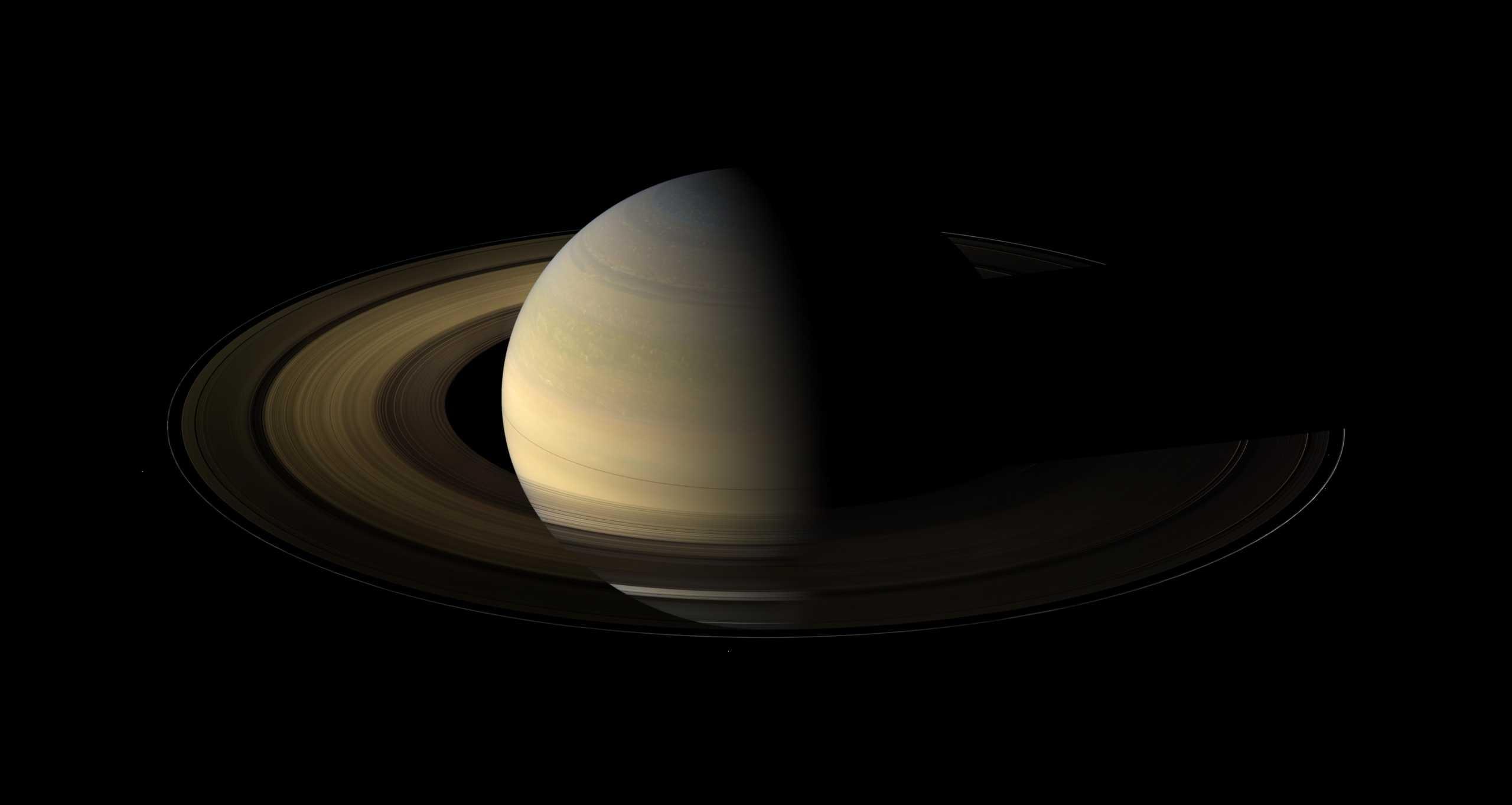Planeta Saturn primavara nasa imagine