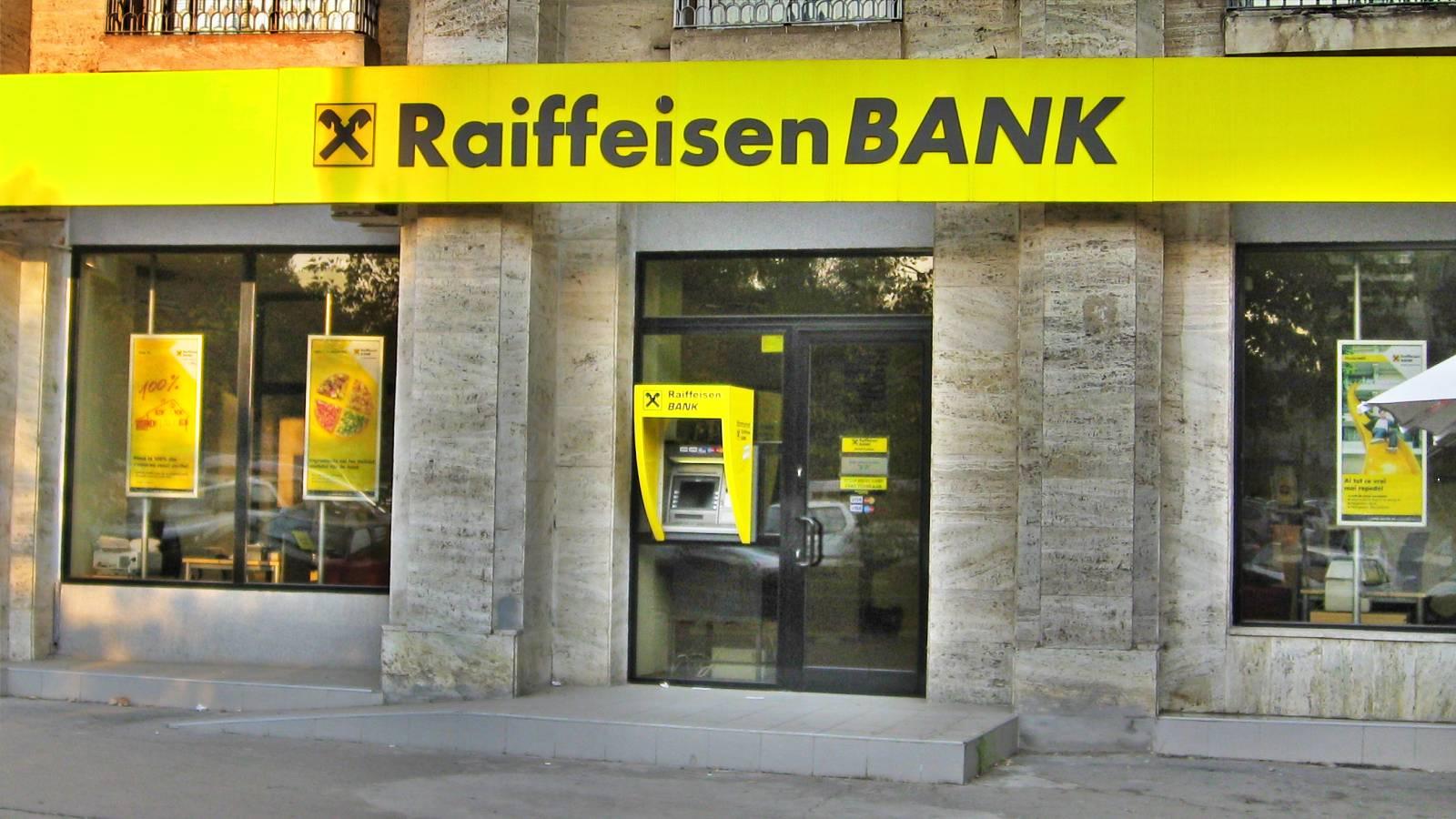 Raiffeisen Bank suspendare