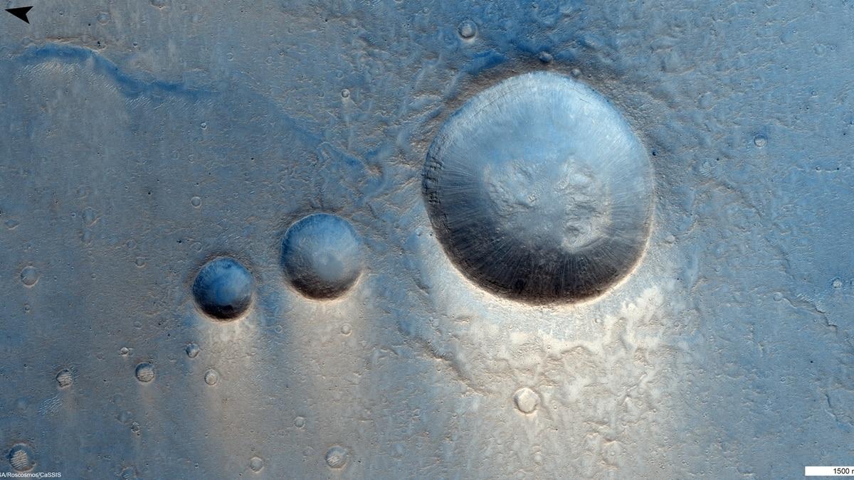 Planeta Marte alunecare cratere